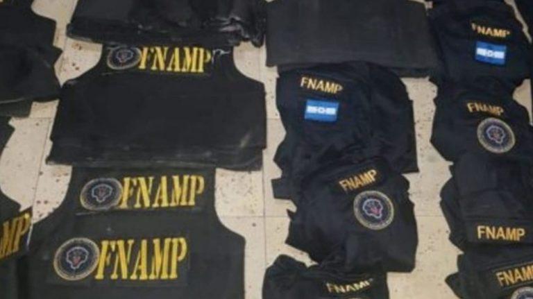 Talleres de soldadura y sastrería fabrican armas e indumentaria policial falsa: FNAMP