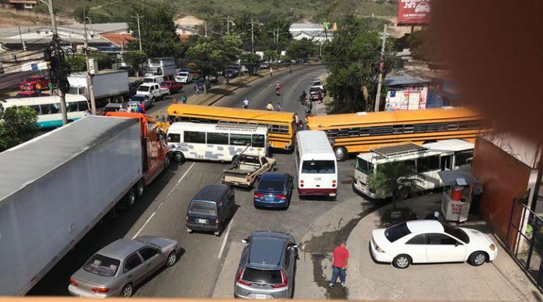 Gobierno anuncia que buscará descuento en combustible para sector transporte