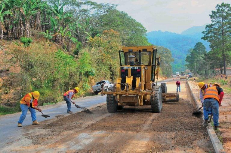 Gobierno no paga a constructoras que hicieron trabajos de emergencia