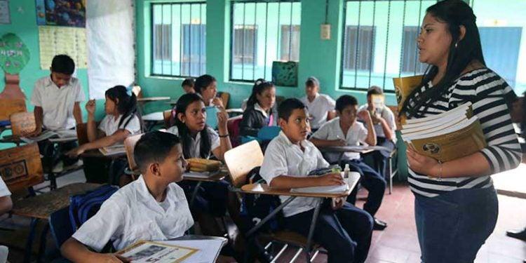 Programa estadounidense extiende convocatoria laboral a docentes hondureños