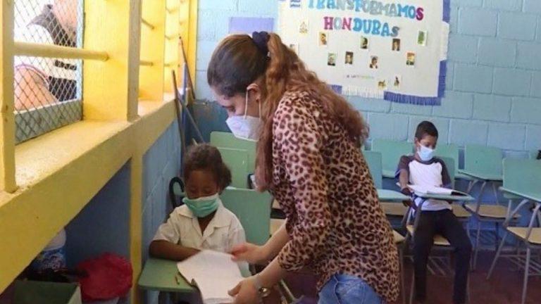 Educación anuncia pilotaje de clases presenciales en 51 municipios