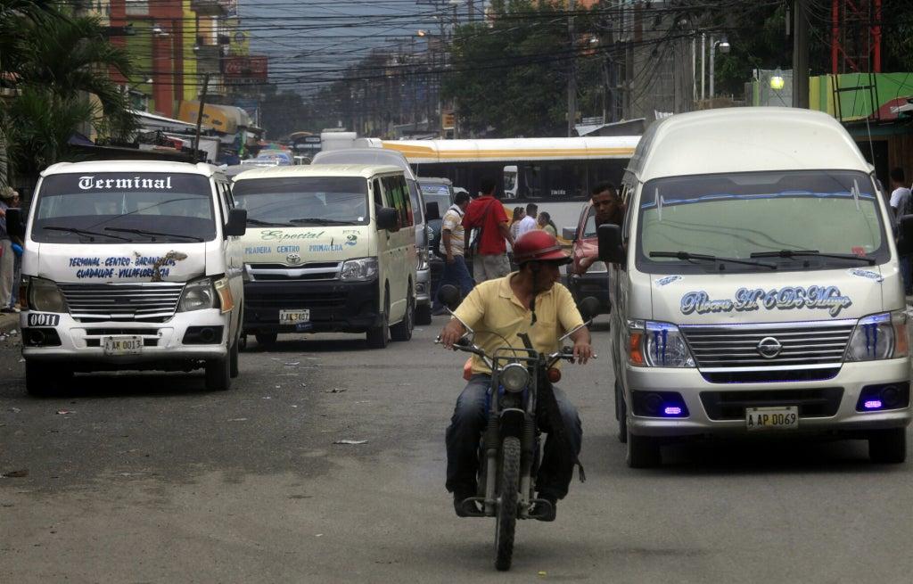 aumentar pasaje decomisan buses y multan