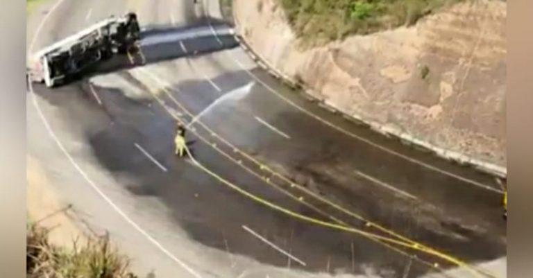 No hay paso| Peligro de explosión: pipa vuelca y derrama combustible en la CA-5