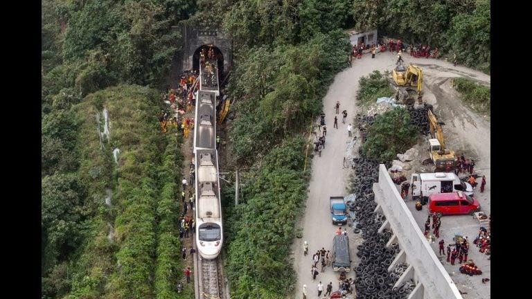 GALERÍA| Tragedia en Taiwán: unas 51 personas mueren en accidente de tren