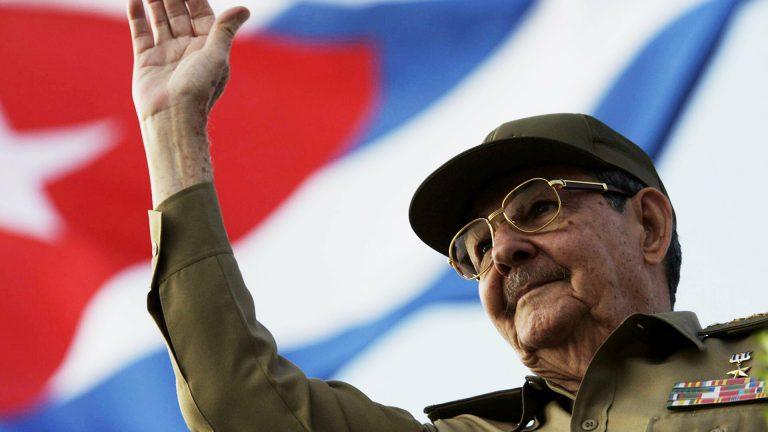 """Raúl Castro se despide y propone diálogo """"respetuoso"""" con EEUU"""