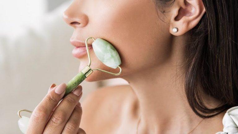 DE MUJERES   Rodillo de jade: ¿qué es y qué beneficios tiene para tu piel?