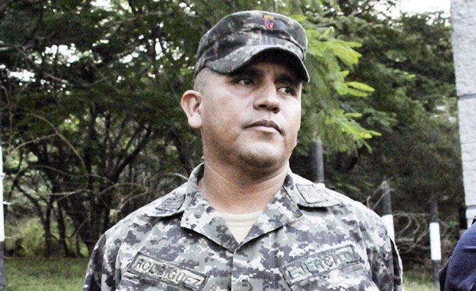 Capitán Orellana fuera país amenazas