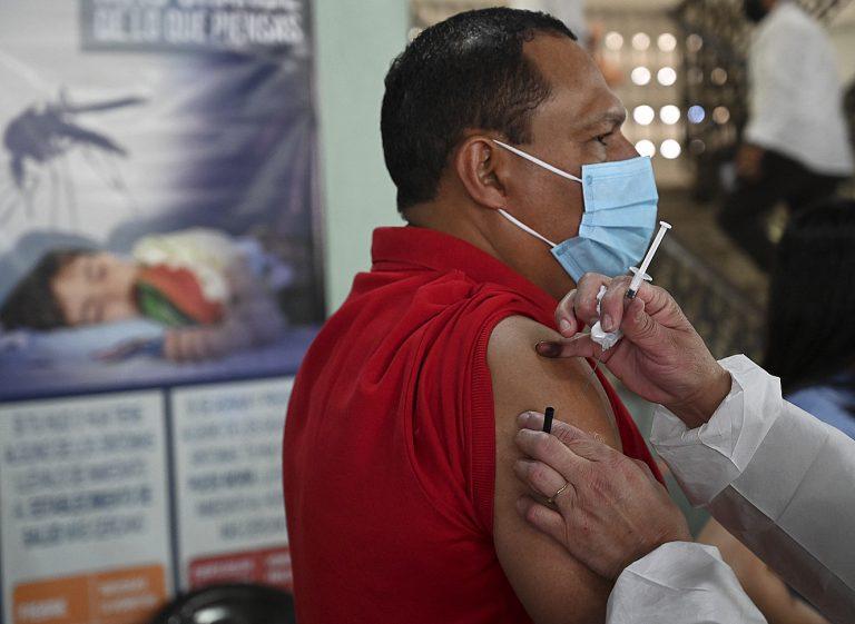 Abren vacunación en el IHSS para pacientes de 18 a 59 años con comorbilidades