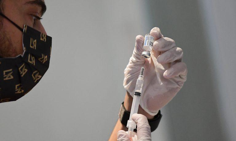 Vacunación contra COVID-19 en CA: El Salvador lidera y Honduras está de último