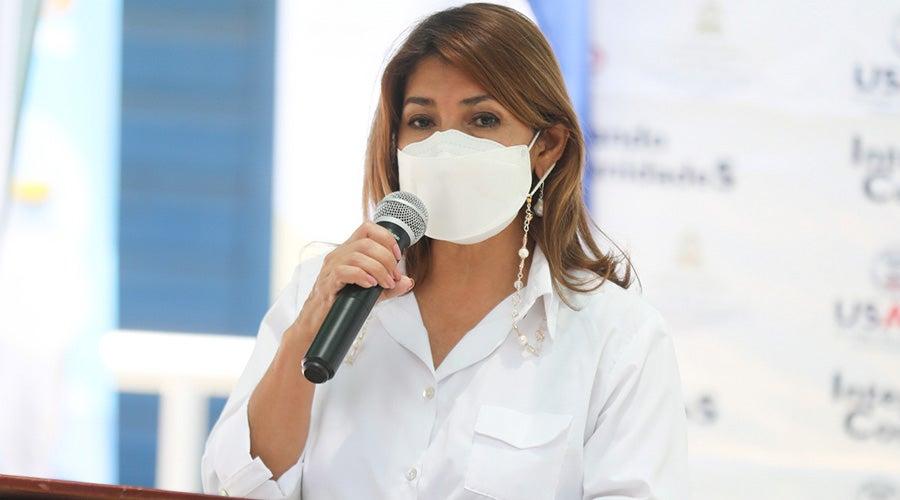 Ministra de Salud, Alba Consuelo Flores.