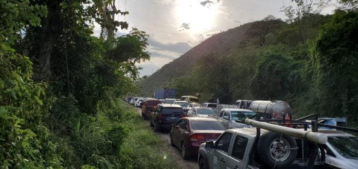 Tráfico en carretera hacia Occidente
