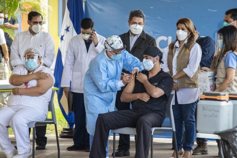 Dosis de AstraZeneca se distribuirán en 20 regiones de Honduras: Cosenza