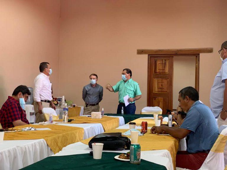 """Alcaldes """"de peso"""", del Partido Liberal y LIBRE, se reúnen para estimular alianza"""
