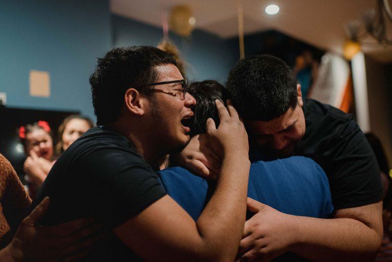 """""""Esperaba un milagro"""": Tres años después, hondureña se reencuentra con sus hijos"""