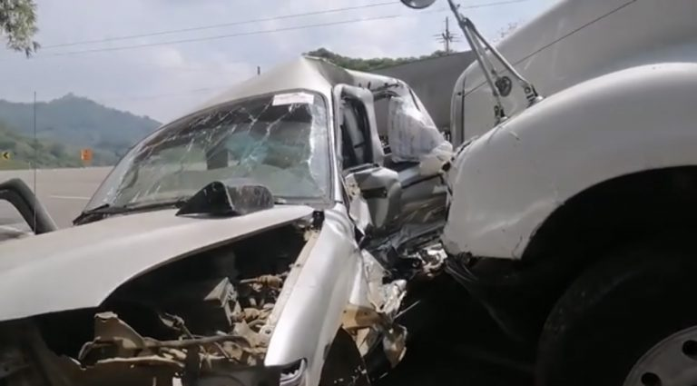 Santa Cruz de Yojoa: un muerto y tres heridos deja colisión entre rastra y automóvil
