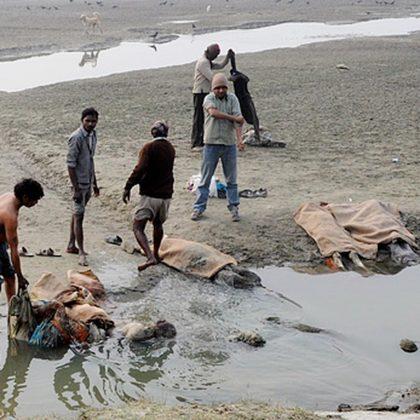 cadáveres en India