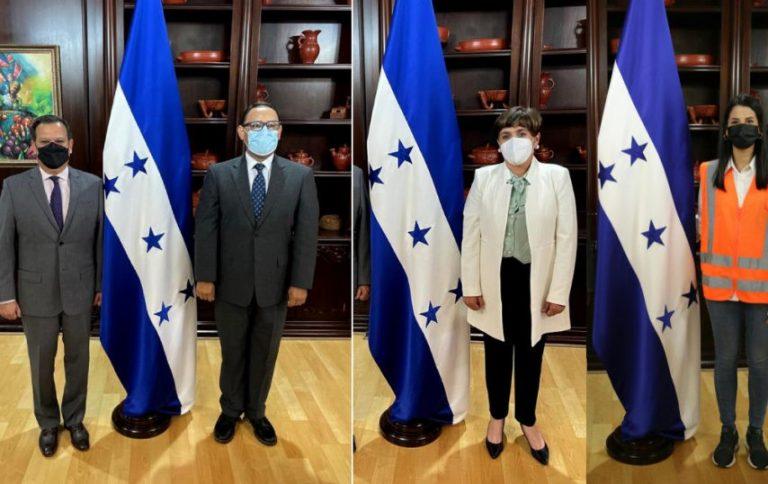 """Juramentan a tres nuevos funcionarios para el PRAF, la SAG y """"Vida Mejor"""""""