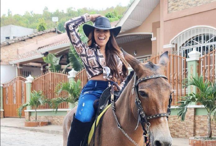 alejandra rubio vestida de vaquerita