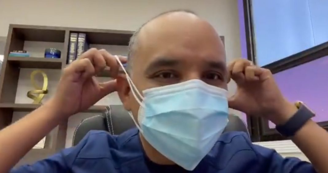 Médicos iniciativa doble mascarilla