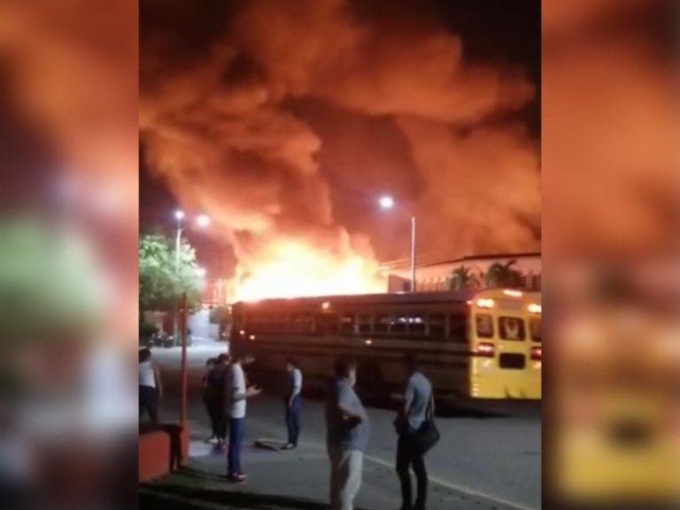 Incendio consume parte de maquila en Villanueva: operarios corren despavoridos