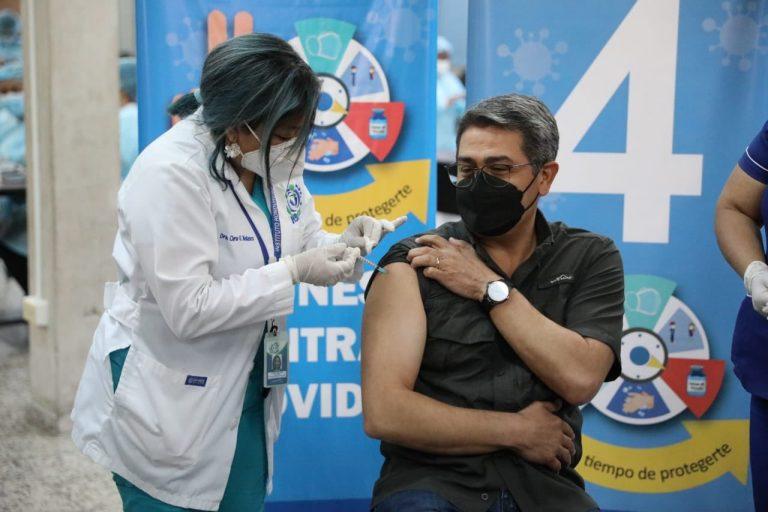 JOH recibe primera dosis de vacuna AstraZeneca por medio del IHSS