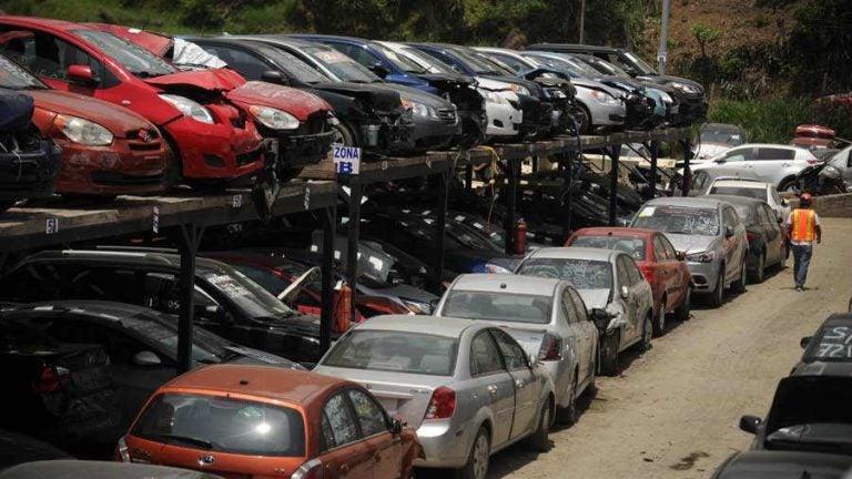 Usuarios pueden nacionalizar vehículos, otra vez, en El Henecán, Valle