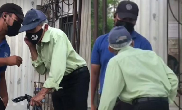 VÍDEO| Abuelito de 80 años llega por su vacuna y jornada ya había terminado