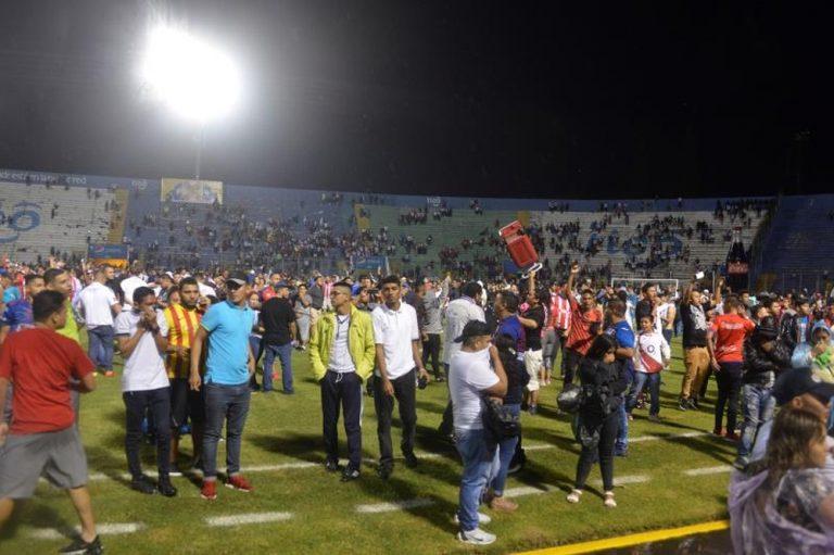 Microbiólogos: Partido de fútbol con público puede desatar contagios en cadena