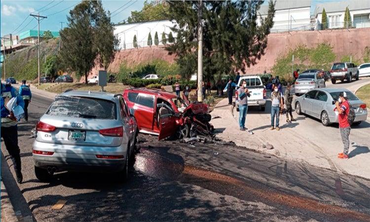 """Seis heridos deja """"brutal"""" accidente en el anillo periférico de la capital"""