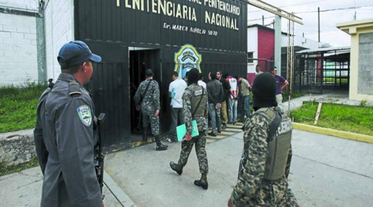 Abogado sugiere que policías y militares ya no intervengan centros penales