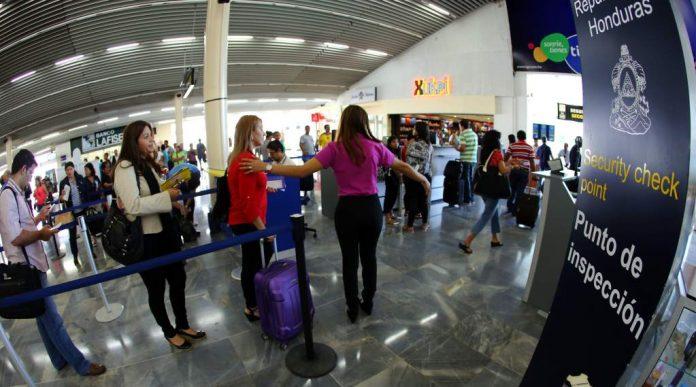 Llegada turistas internacionales cayó