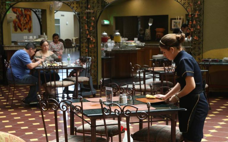 14 meses: restaurantes y turismo aún no se recuperan de las pérdidas por el COVID-19