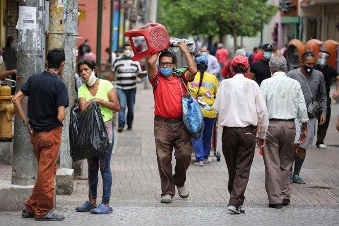 Experto: Con el 70 % de vacunados se podrá reactivar la economía hondureña