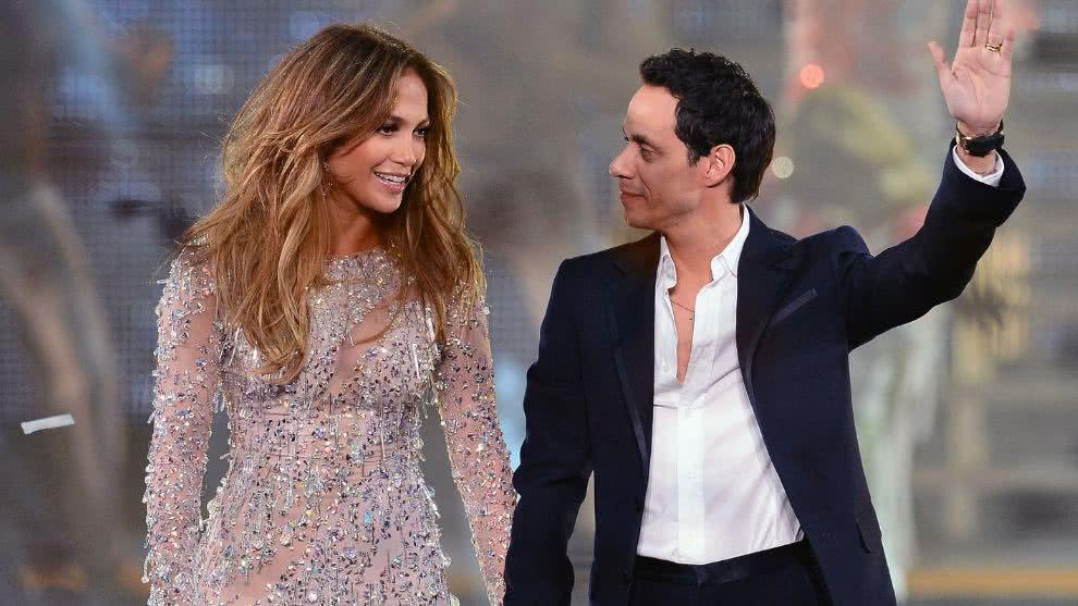 Jennifer López se refugia en sus exs