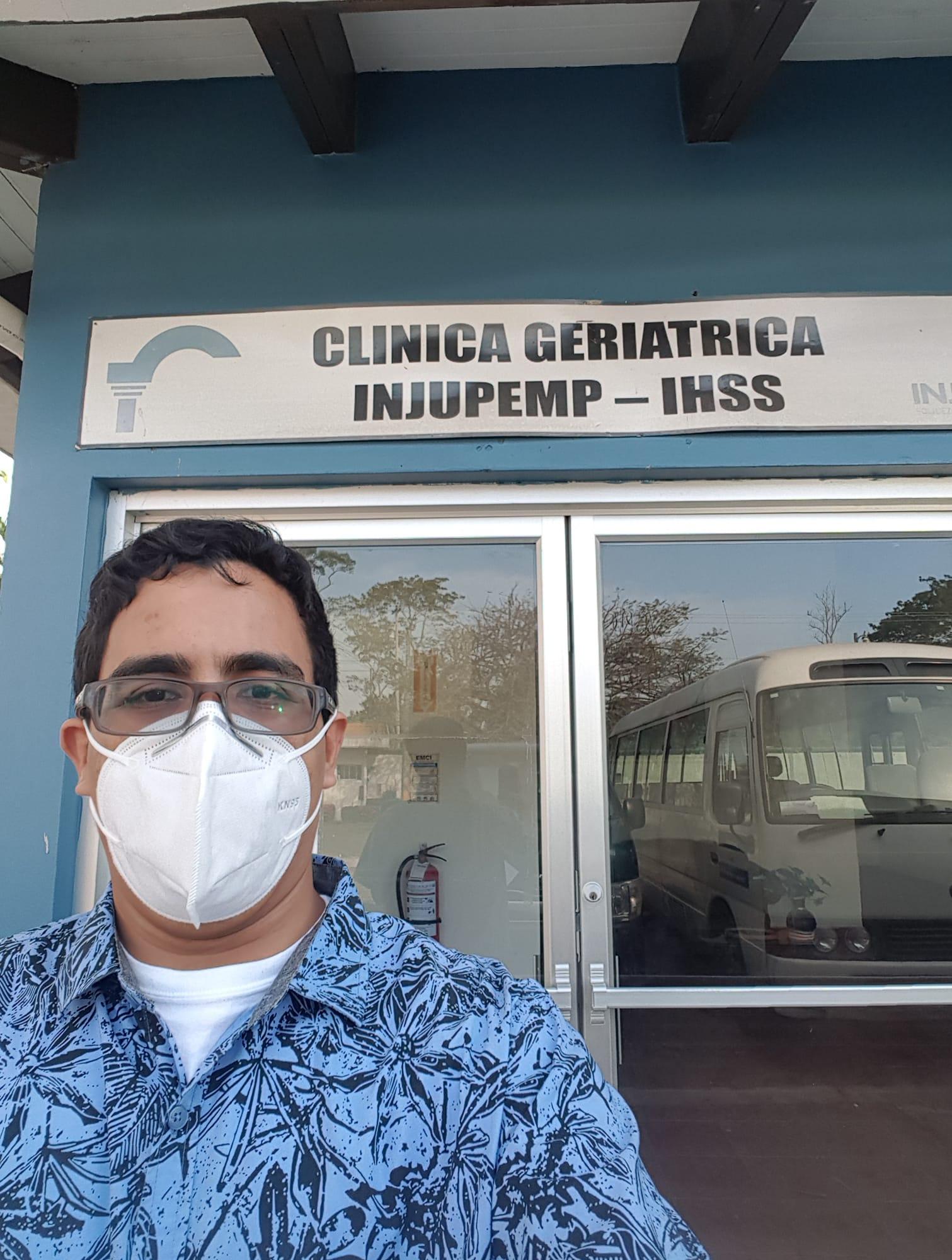 Lenín Meza, especialista en Geriatría.