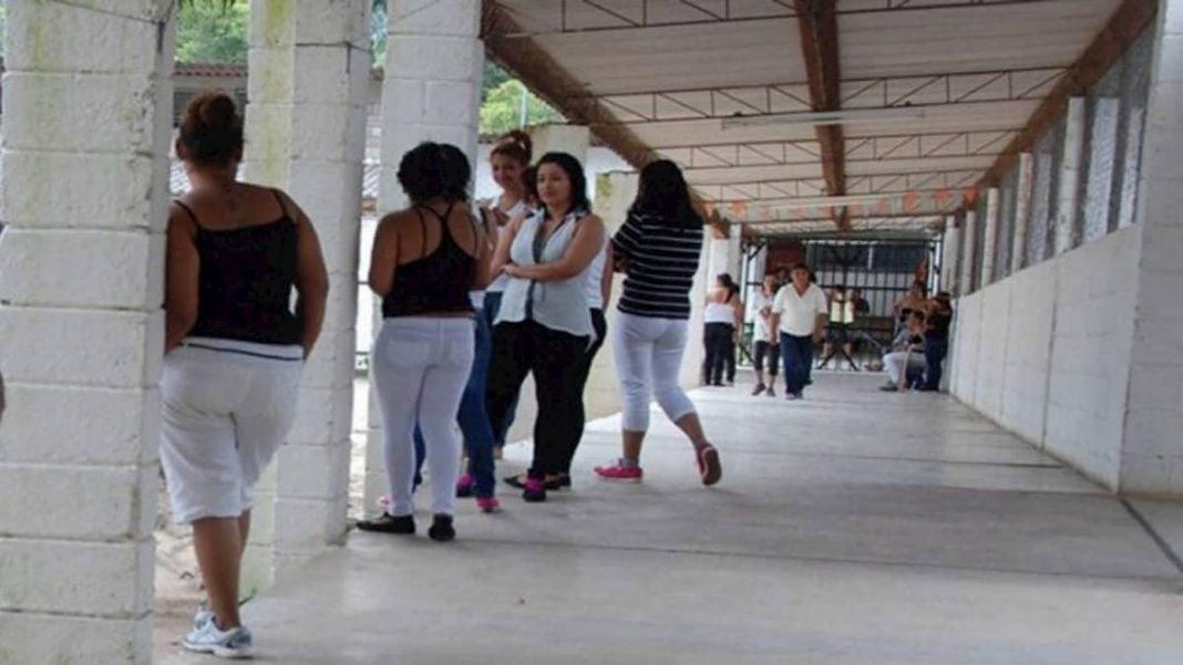 cárcel de mujeres COVID-19