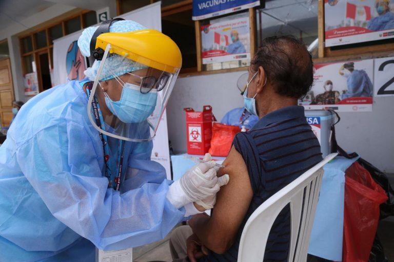 COVID-19 en SPS| Adultos de 65 a 70 años serán vacunados desde el lunes