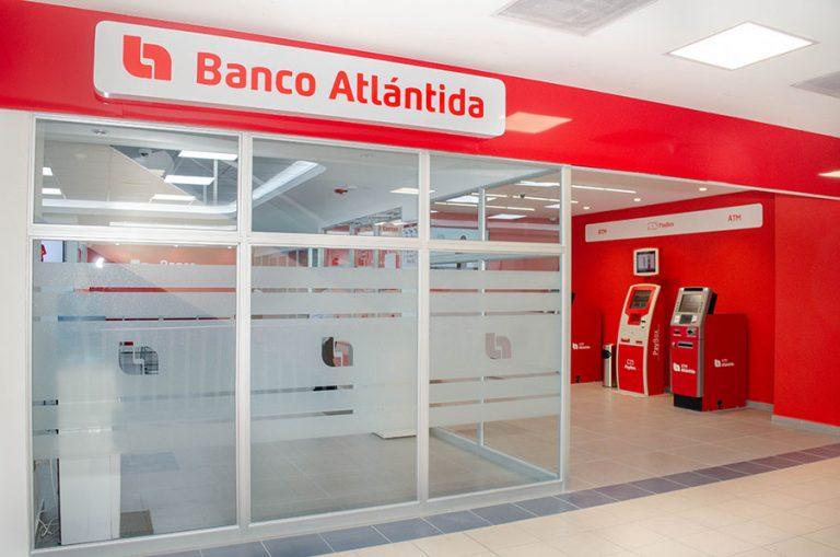 """Banco Atlántida admite que su sistema se """"satura"""" y se """"cae""""; usuarios están molestos"""