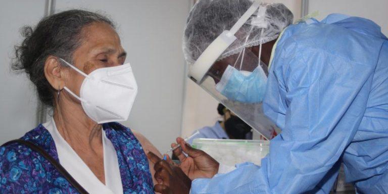 ¿Quiénes reciben hoy, martes, su vacuna contra el COVID-19?