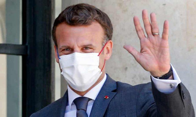 VÍDEO| El momento en que un hombre abofetea al presidente de Francia