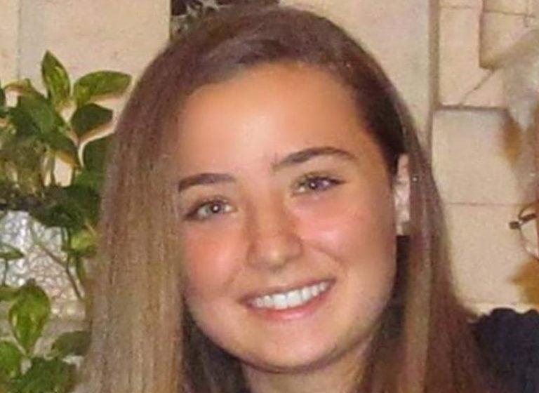 Italia cambia instrucciones de AstraZeneca por muerte de una joven de 18 años