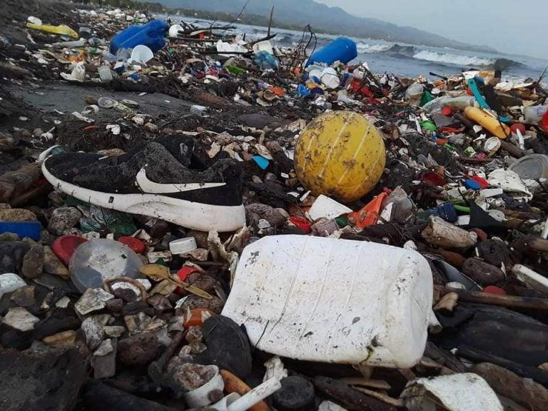 «No podemos aguantar más»: Playas de Cortés nuevamente se llenan de basura