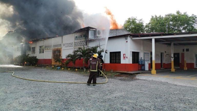 En Villanueva: sofocan incendio en planta de Tropigas y habilitan el paso