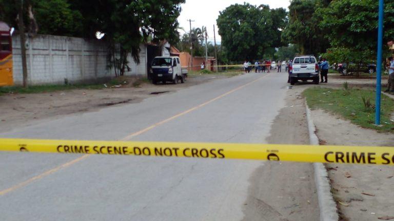 SPS   En la paila de un camión, hallan tres hombres muertos y varios costales