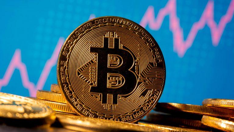 Primera vez en cinco meses: el bitcoin se desploma y cae a menos de 30,000 dólares