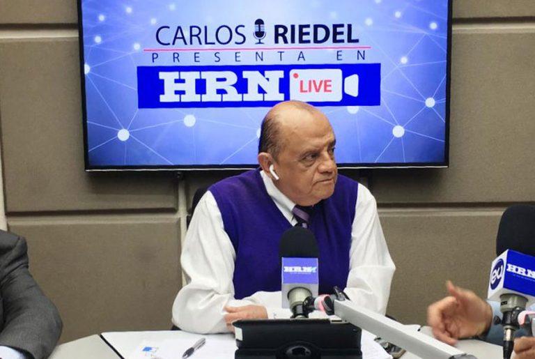 Por complicaciones tras vencer el COVID-19, fallece el periodista Carlos Riedel
