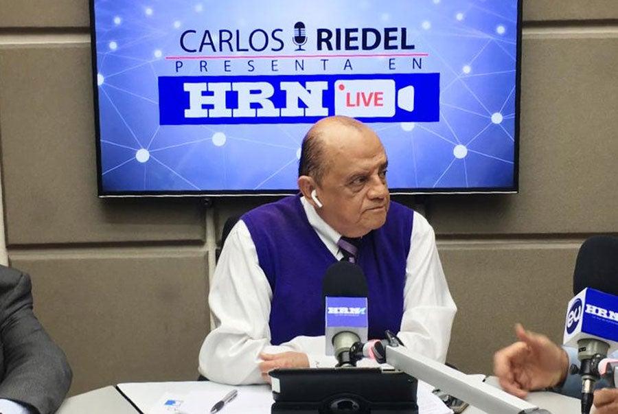 Fallece periodista Carlos Riedel