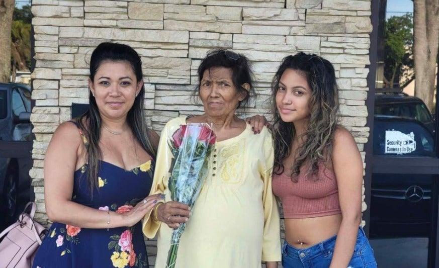 La primera en hospital de EEUU: hondureña dona el 60 % de su hígado a su madre