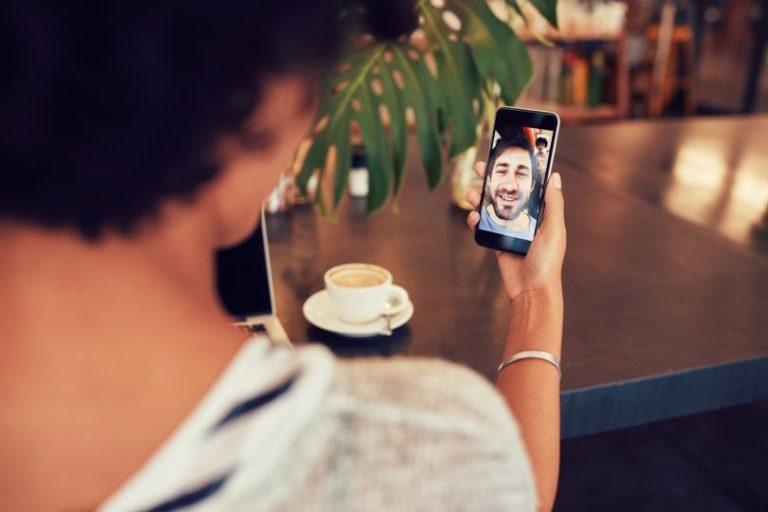 ¿Cómo se puede grabar una llamada o videollamada en WhatsApp?