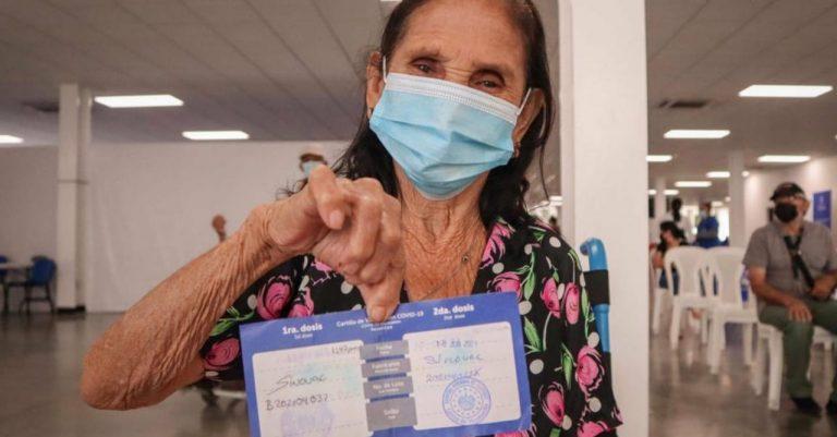 ¿Quiénes reciben hoy, domingo, su vacuna contra el COVID-19 en Honduras?